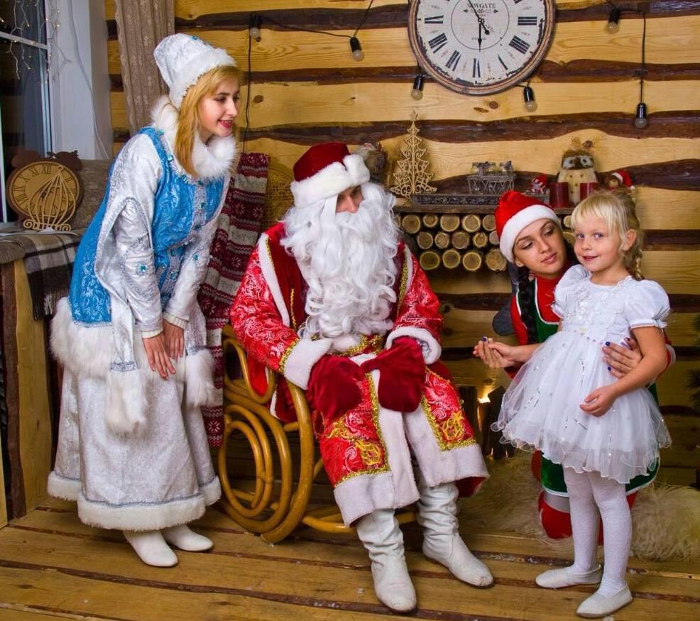 Дед Мороз, Снегурочка и их приключения с Круэллой и другими персонажами. Код 2018-04