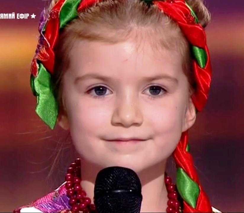 Вокалистка Вероника Морская. Победительница Україна має талант 9