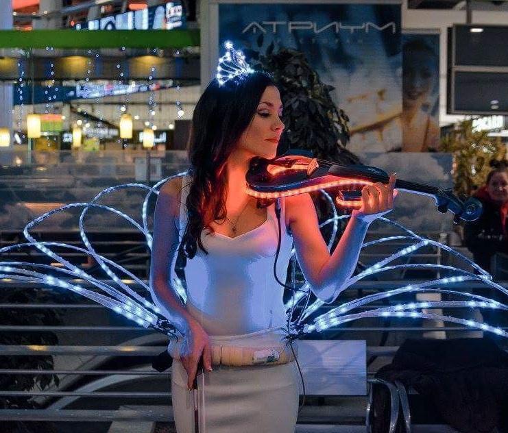 Шоу неоновой скрипки